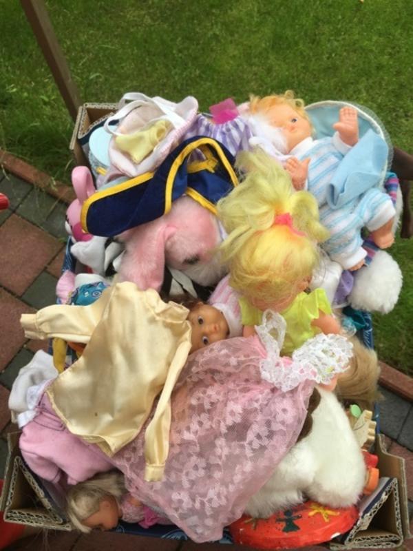 Puppen, Puppenkleidung, Zubehör & Barbies - Griesheim - Viele Puppen mit Kleidung und Zubehör günstig zu verkaufenAlles nur 15.Euro - Griesheim