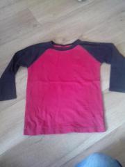 rotes Langarmshirt mit