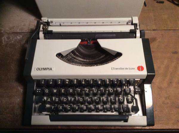 Schreibmaschine Olympia Traveller deluxe mit