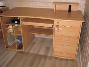 Schreibtisch mit diversen