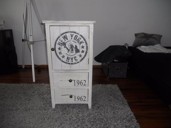Shabby Kommode Top Zustand - Karlsruhe - Verkaufe tolle Shabby KommodeMaße Breite 38 cm Tiefe 28 cm Höhe 75 cmMit einer Tür und 2 SchubladenNP 79 Euro 4 Monate alt - Karlsruhe