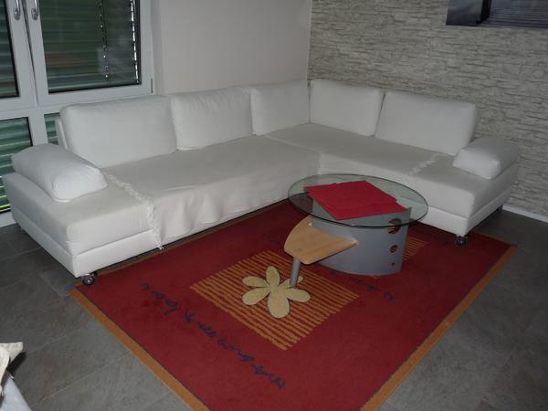 Sofa, Couch mit XXL Sessel - ötigheim - Ich biete eine gut erhaltene, geräumige, weiß/beige farbene Couch mit Umbaufunktion und einem dazu passenden XXL-Sessel.Die Polster wurden immer mit weißen (IKEA) Teppichen vor Verschmutzungen geschützt und sehen daher noch gut aus.Der Ses - ötigheim