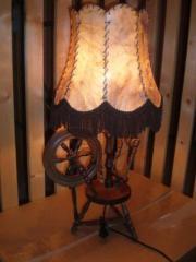 Stehlampe mit Spindel