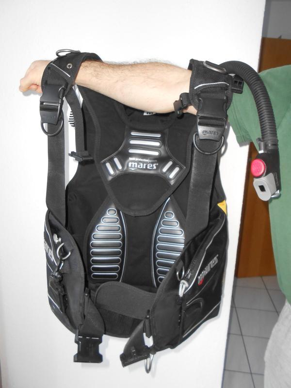 Tauchjacket MRS Plus, Größe M, von mares - Donaueschingen - Top erhaltenes Herren-Tarierjacket MRS Plus Größe M von mares, (inklusive Bleitaschen, ohne Blei).Wurde nur für 17 Tauchgänge verwendet (zwischen Ende 2006-2010), seither trocken und geruchsfrei gelagert.Gewicht: ca. 4,7kg.Es ist in e - Donaueschingen