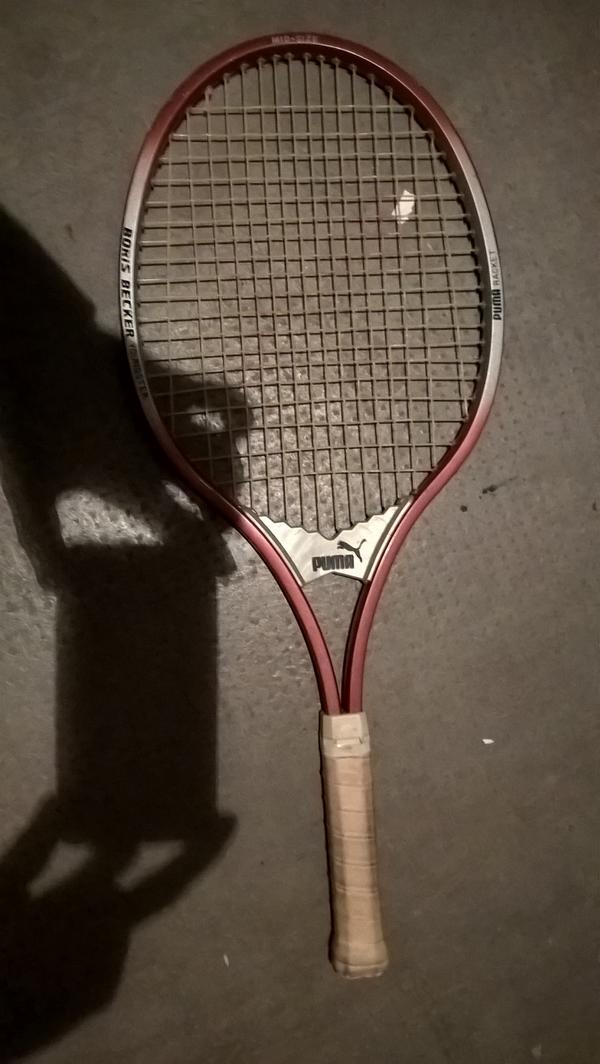 """Tennisschläger """"BORIS BECKER"""" - München Schwanthalerhöhe-laim - rotbraun-weißer PUMA Racket """"BORIS BECKER youngster"""" MID SIZE - München Schwanthalerhöhe-laim"""