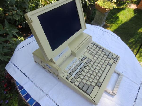toller Vintage PC von Sharp