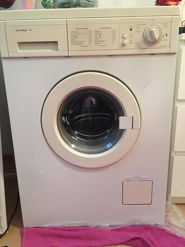 Waschmaschine der Marke Privileg zu verkaufen! - Berlin Friedrichshain - Ich verkaufe meine Waschmaschine der Marke Privileg. Sie funktioniert einwandfrei und hat eine Füllmenge von ca. 5L.Steht zur Abholung bereit. - Berlin Friedrichshain