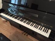 Yamaha Klavier schwarz