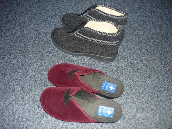 Zwei Paar Damen Hausschuhe mit Fußbett Gr. 39 - Nürnberg - Verkaufe Zwei Paar Damen Hausschuhe mit Fußbett Gr. 39 - Nürnberg
