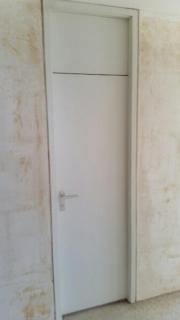 Zwei weiße Zimmertüren